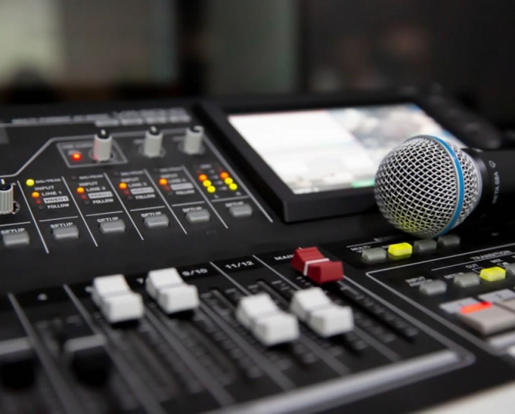 Manutenção de Áudio e Iluminação Profissional