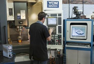 Centro de Usinagem YCM NSV85A