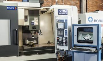 Centro de Usinagem YCM 102A